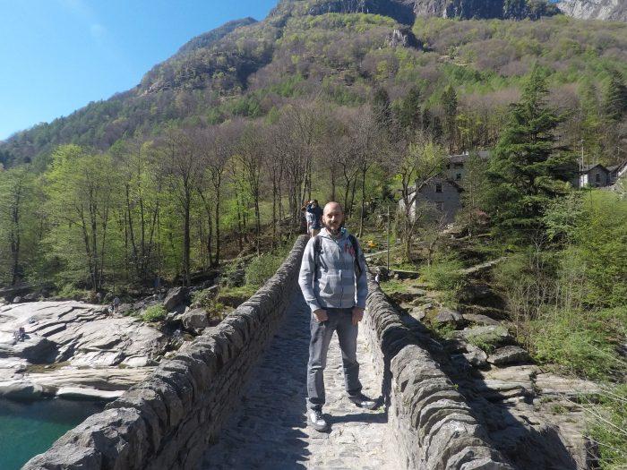 David en el Ponte dei Salti en Lavertezzo