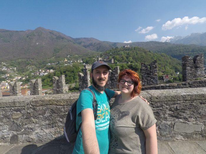 Noemí y David en el castillo Sasso Corbaro en Bellinzona