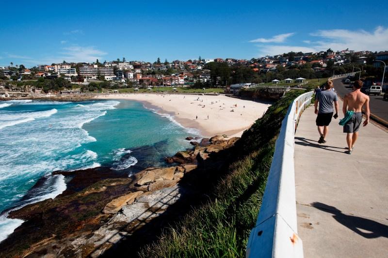 Coastal-walk-along-Bronte-Beach-credit-Destination-NSW