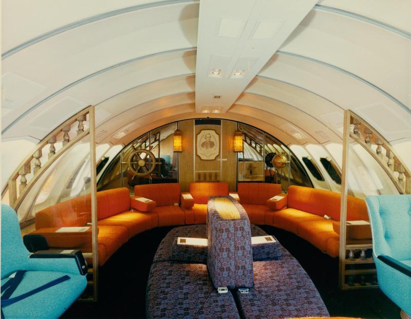 Qantas original B747 1970s Lounge.jpg