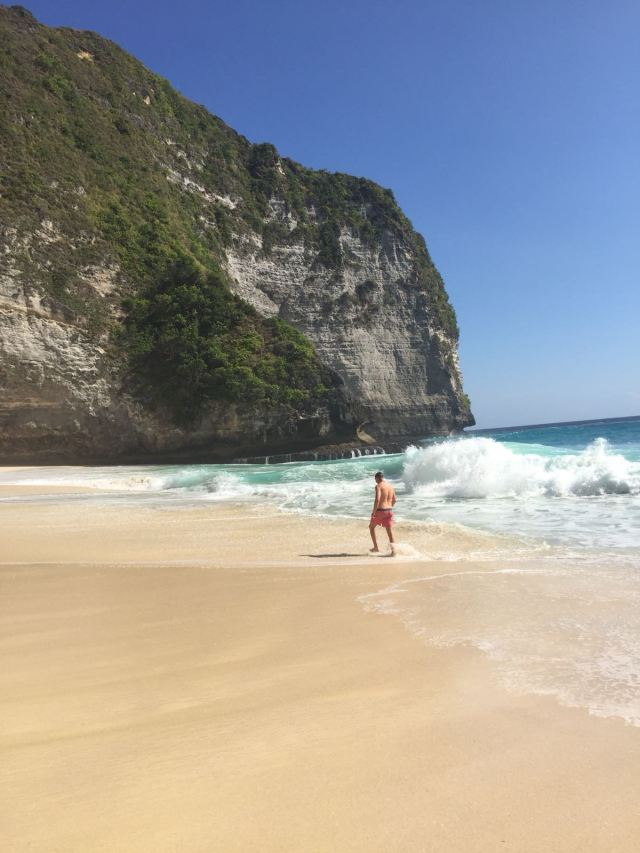 Kelingking beach tour guide, kelingking beach, nusa penida kelingking beach russian tourist, how to get to kelingking beach, kelingking beach nusa, kelingking beach indonesia, kelingking beach on nusa penida island, nusa penida kelingking beach