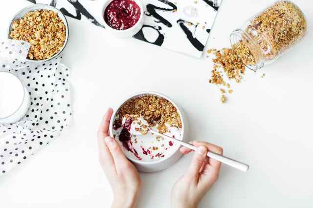 fitness tips for traveling breakfast
