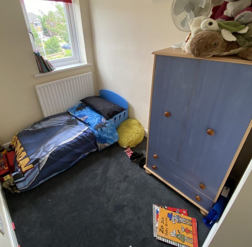 dark blue kids bedroom carpet