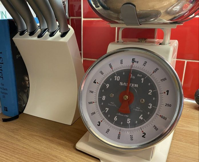 Kitchen Scales and knife block