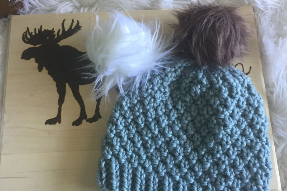 Seed stitch free knitted beanie pattern