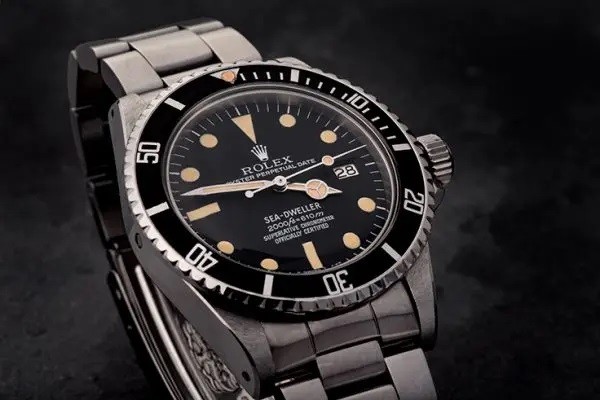 1979-Rolex-Sea-Dweller-1665-Rail-Dial-Watches-Of-Lancashire dial hands
