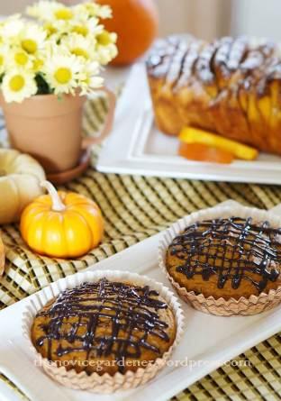 pumpkin muffins and pumpkin bread