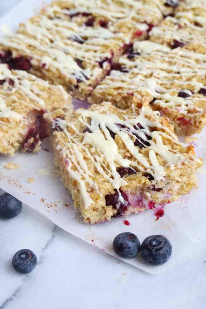 Lemon Blueberry Quinoa Breakfast Bars | The Nutrition Adventure