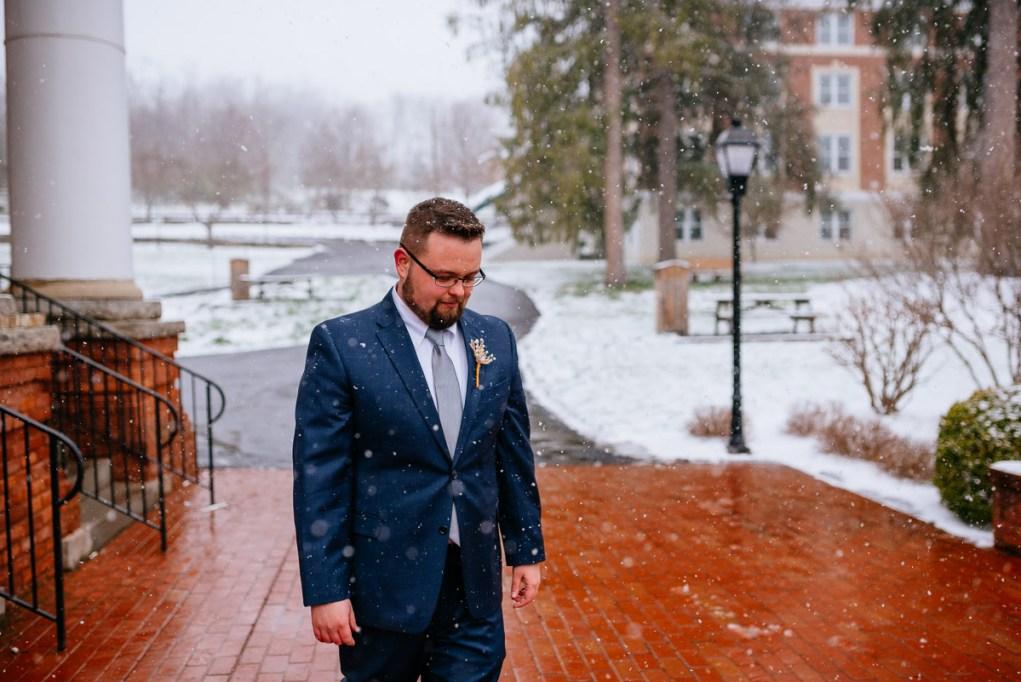 lewisburg wv elopement groom in snow