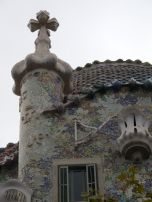Roof of Casa Batilo. Looks like a lance no?