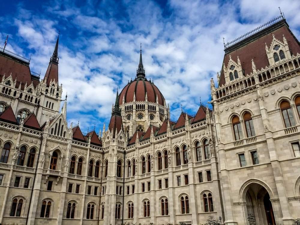 Wallpaper Wanderer - Hungarian Parliament Building