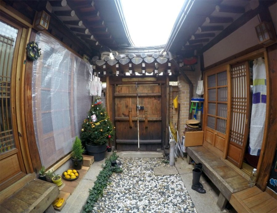 Seoul Hanok Courtyard Large