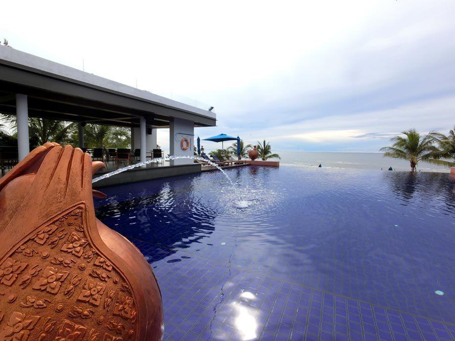 Hua Hin Radisson Pool