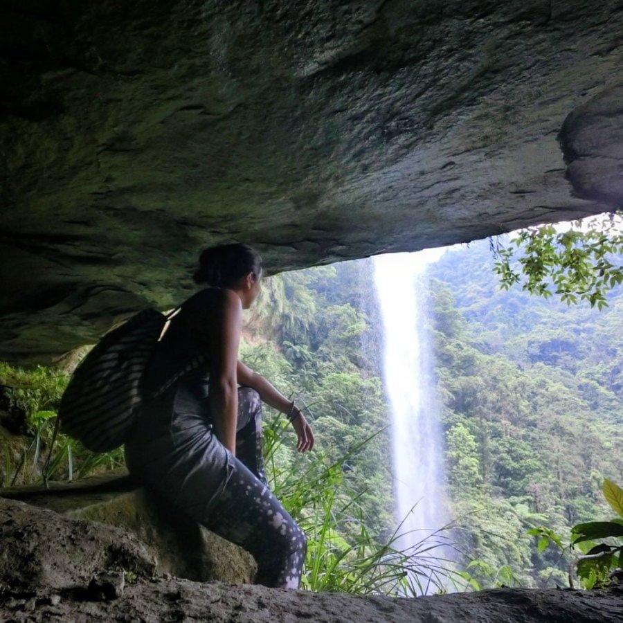 New Taipei Sandiaoling Waterfall Back Selfie