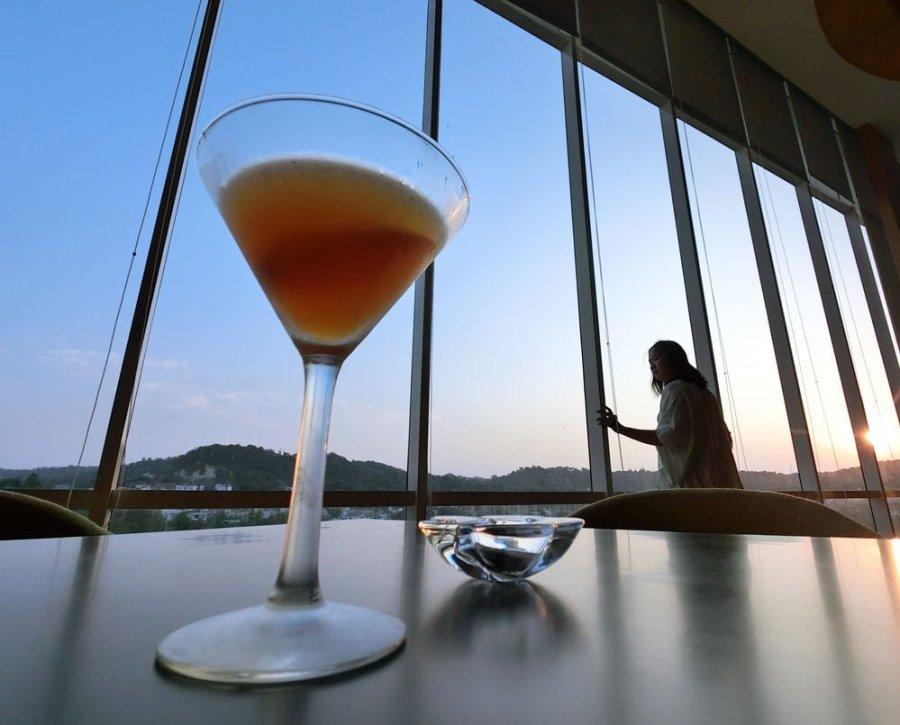 Batam Radisson Hotel Cocktail Hour