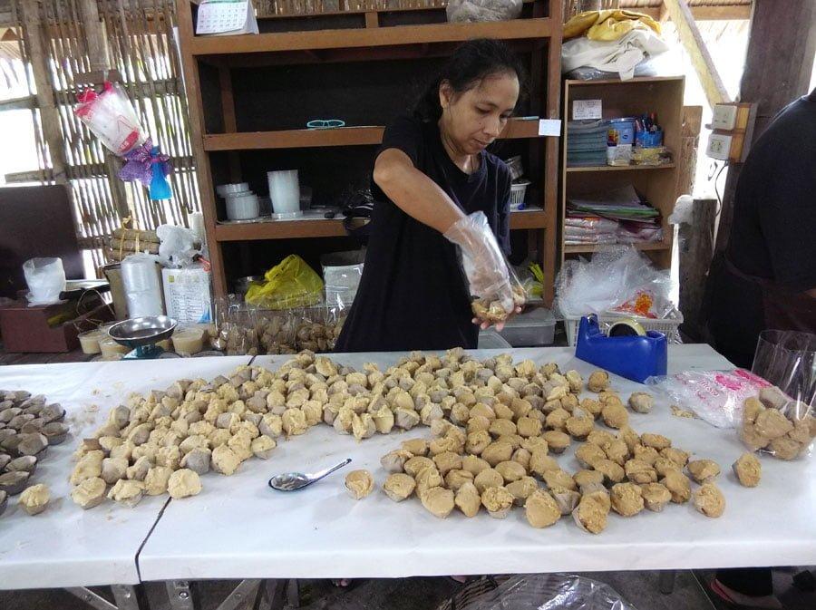 Amphawa Chaipattana Park Snacks Making