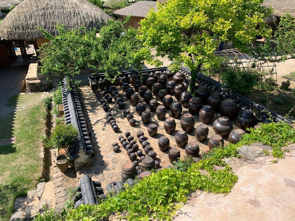 Suncheon Naganeupseong Yard Pots