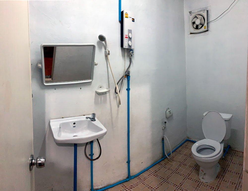 Laos Phosy Thalang Toilet