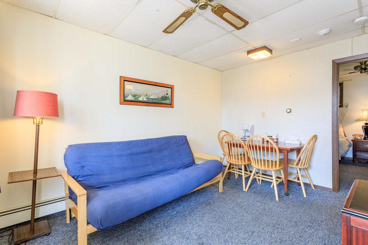 2 Bedroom Suite w/ Living Area Futon