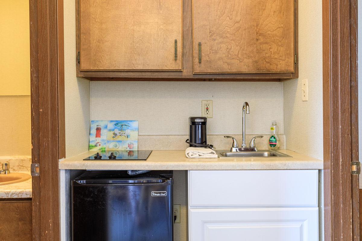 2 Bedroom Suite w/ Living Area Kitchenette