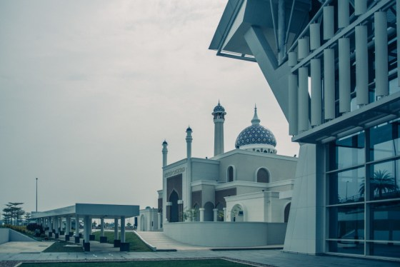 A beautiful mosque outside the Brunei International Airport.