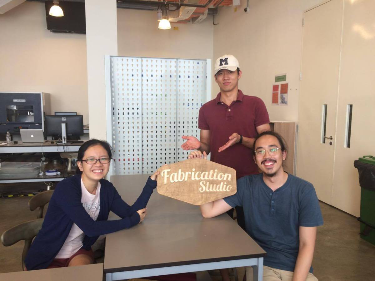 Niki (right) with Student Associates Joyan Tan '17 (left) and Gregory Teo '20 (centre) in the Fab Lab