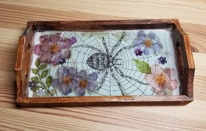 resin tray with spider