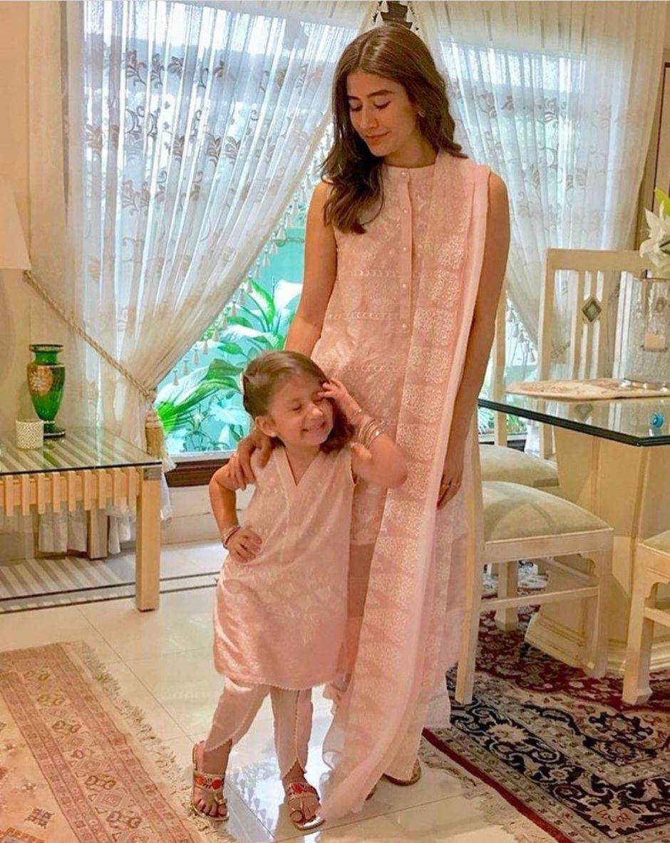syra yousuf  and daughter