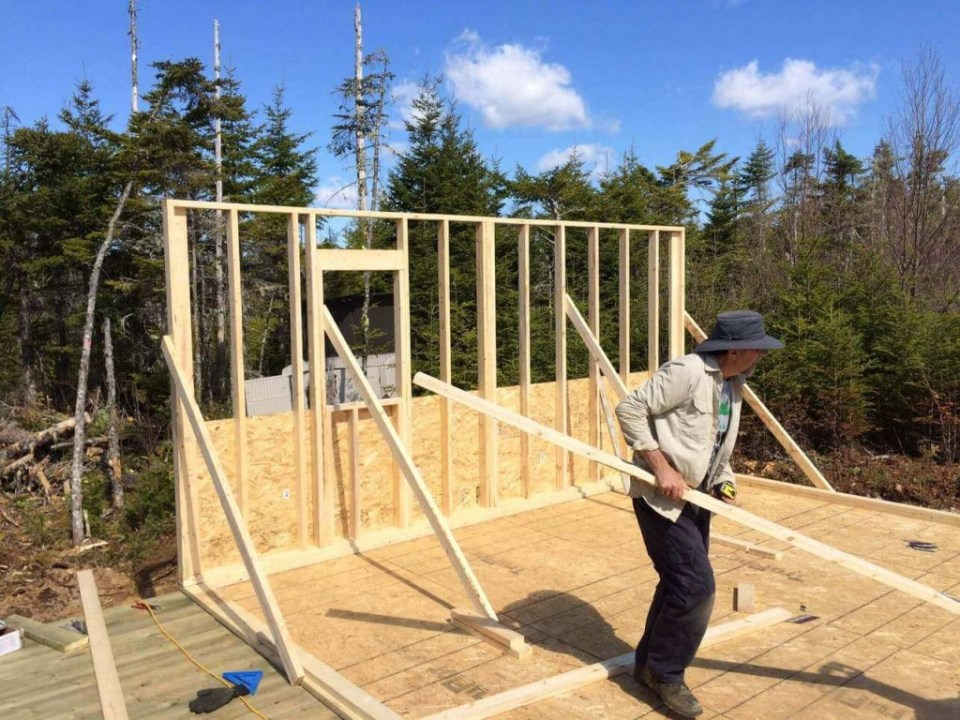 Framing-the-Off-grid-Cabin-First-Wall-Raising-the-wall