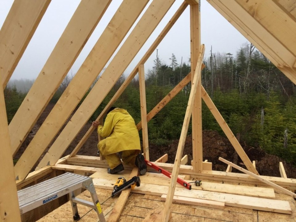 Installing-the-gable-end-wall-studs