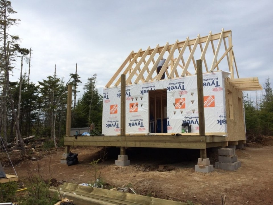 The-Off-Grid-Cabin-Roof-Rafter-Finished-3