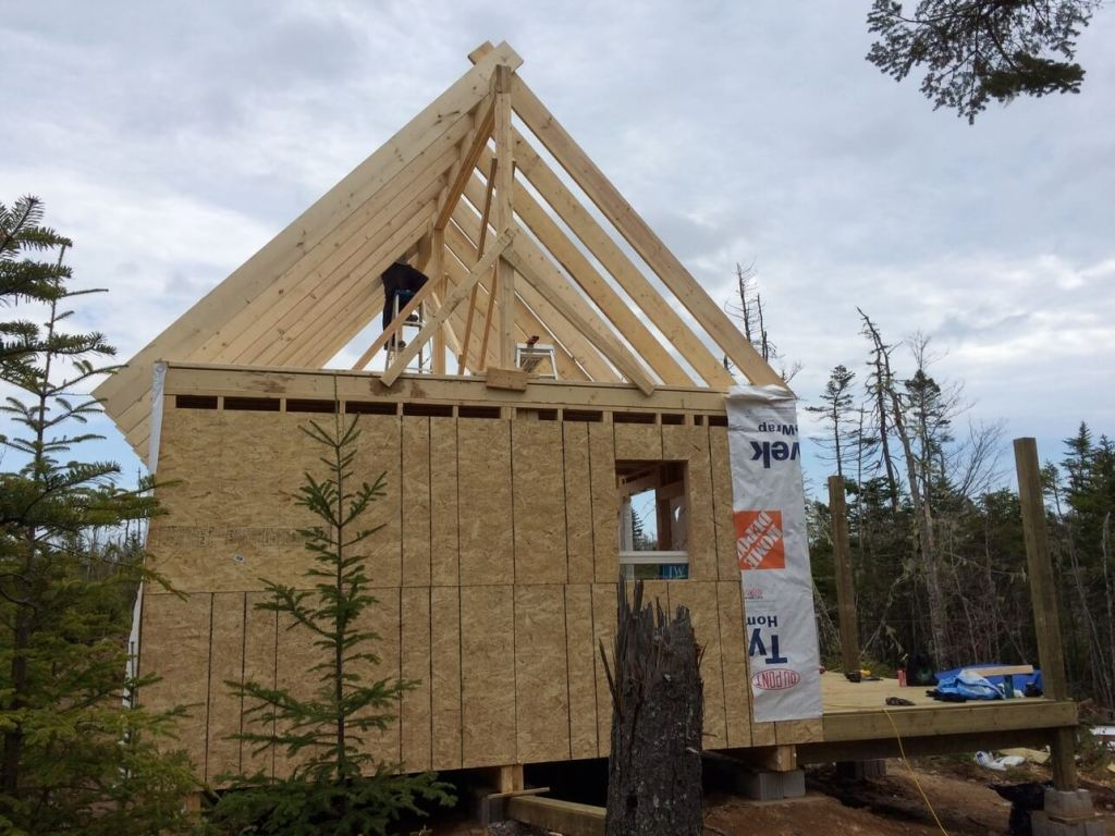 The-Off-Grid-Cabin-Roof-Rafter-Finished-1