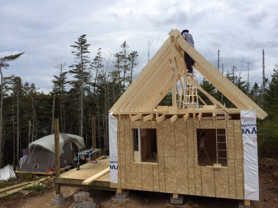 The-Off-Grid-Cabin-Roof-Rafter-Spacer-1