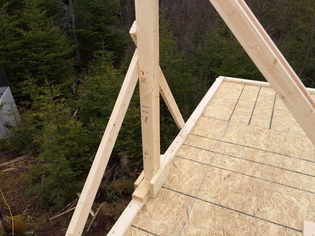 The-Off-Grid-Cabin-Roof-Ridge-Beam-Post-2