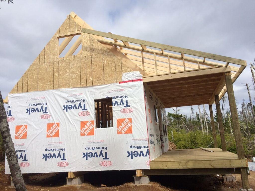 The-Off-Grid-Cabin-Roof-Rake-Ladder-Framing-Over-The-Deck-West-Side