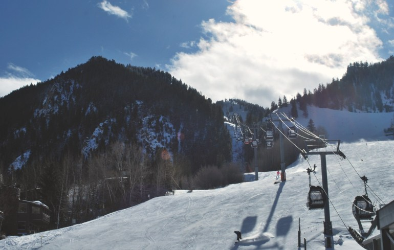 The best things to do in Aspen, Colorado during the winter. Read about the best ski vacation in Colorado and what great activities Aspen has to offer! Pin now and add Aspen to your next Colorado vacation list!