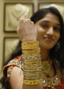 A model displays gold jewellery ahead of the Hindu festival of Akshaya Tritiya at a showroom in the southern Indian city of Hyderabad May 6, 2008. India's gold demand slowed down on Tuesday ahead of the festival as prices hardened, denting the appetite of buyers, dealers said. REUTERS/Krishnendu Halder (INDIA)