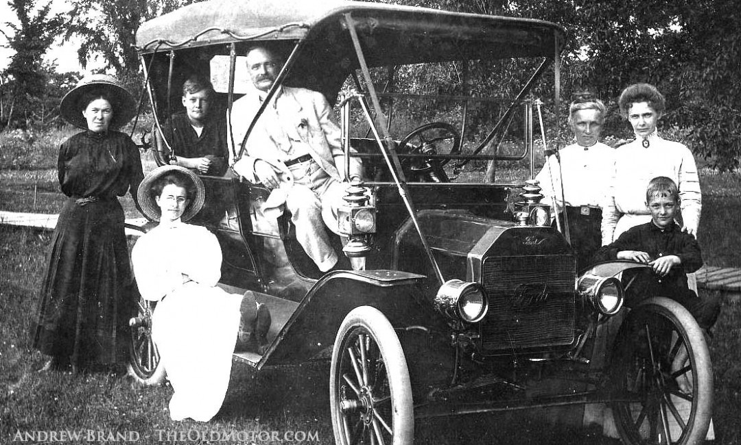 Pride of Ownership     Family Photos with a 1909 Model T Ford   The     1909 Model T Ford Touring Car