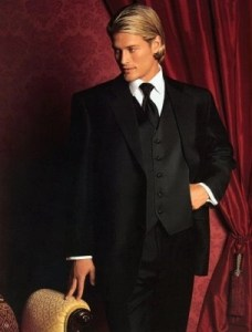 Tuxedo_medium_long_hairstyle_in_blonde_with_long_side_bangs