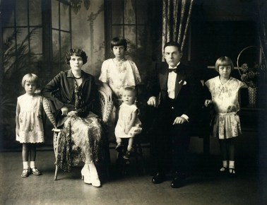 Klotz Podolsky family formal portrait 1920s