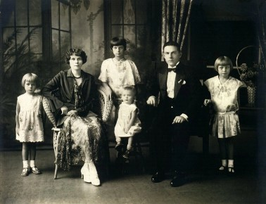 Klotz Podolsky family formal portrait 1920s
