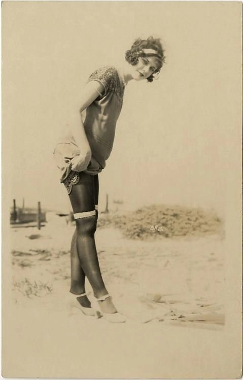 1920s stockings on the beach - In the 1920s, stockings were used in a different way than today. New and provocative, they could be used even on the beach