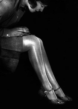 Rayon Stockings Baine 1929 by Yva - Rayon was a new material in the 1920s and therefore very fashionable. But it was very shiny too, so girls would powder there legs over the storkings so to give a matte effect