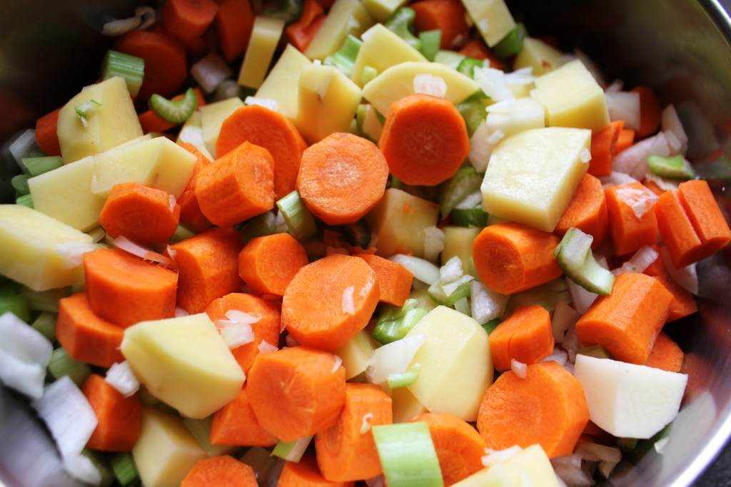 Sliced vegetables for chicken fricot