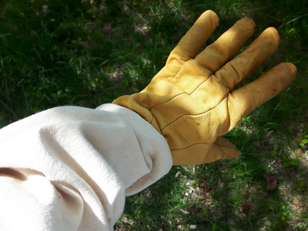 Beekeeping tools