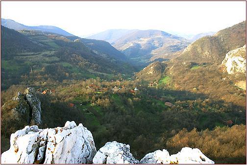 Cheile Cibului vedere asupra Manastirii Buna-Vestire