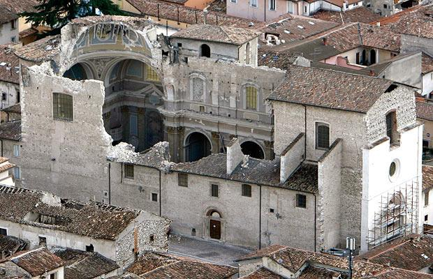 earthquake-church_1380905i