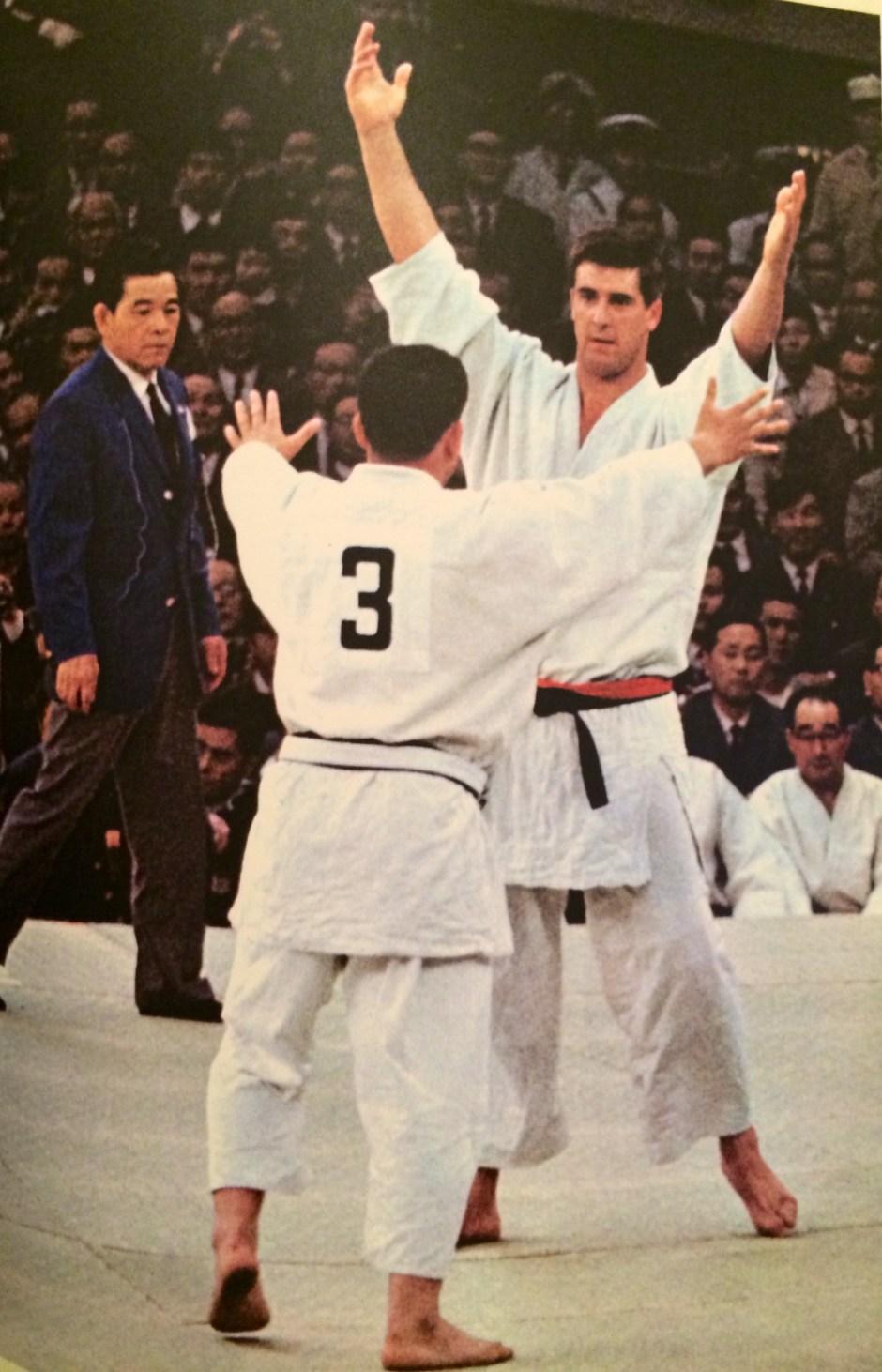 Geesink vs Kaminaga 2_Tokyo Olympics Special Issue_Kokusai Johosha
