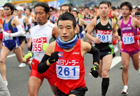 Neko Hiroshi running in a Cambodian marathon