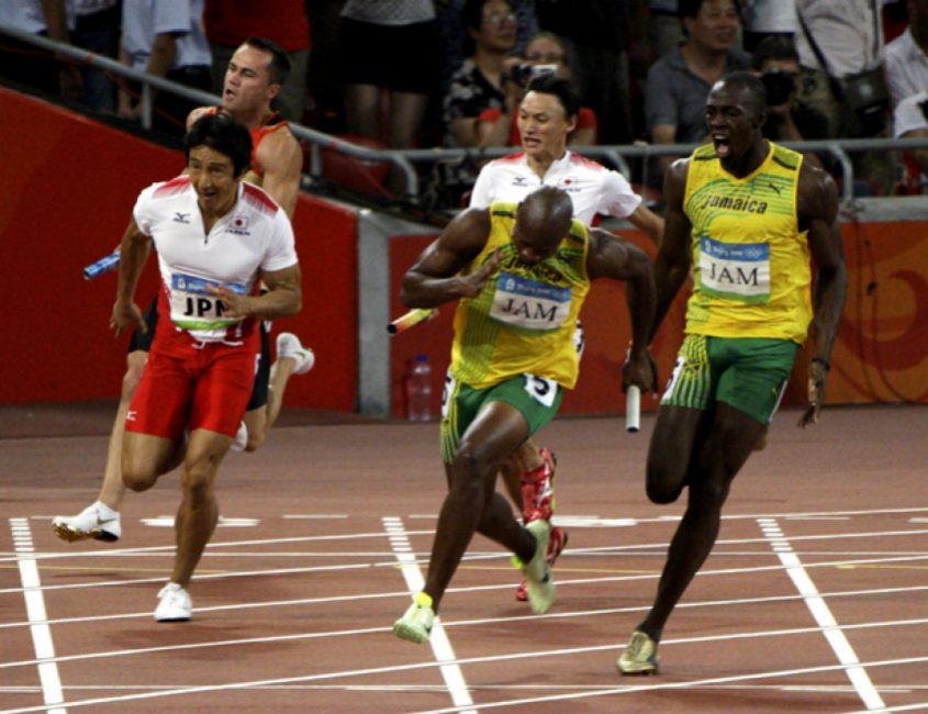 shinji-takahira-handing-off-to-nobuharu-asahara-of-the-now-silver-medal-winning-mens-relay-team-from-japan